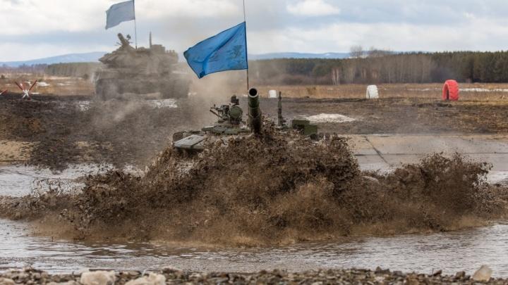 Танки грязи не боятся, «прелести» Кировки и весна: выбираем лучшие фото апреля