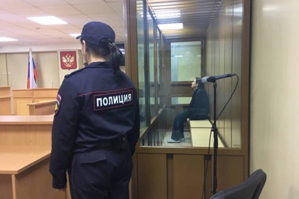 Александра Кутергина, несмотря на шесть дней голодовки, старалась держаться бодро. За несколько минут до начала суда она успела сказать присутствующим, что чувствует себя хорошо