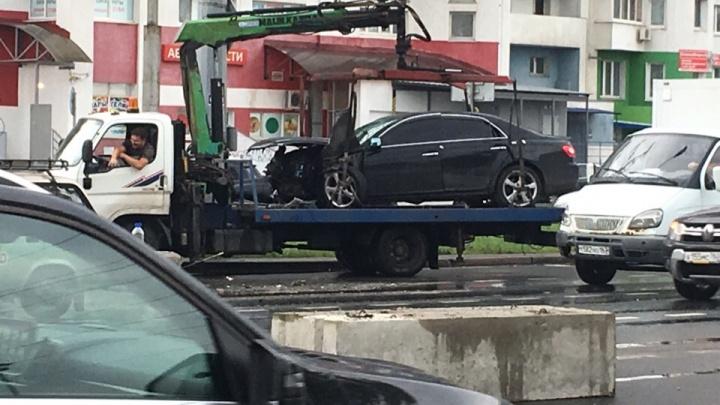 На Московском шоссе «Тойота» разбилась о бетонные блоки