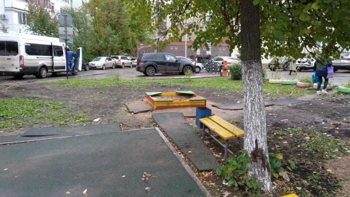 «Дети радовались площадке всего год»: после замены труб в уфимском дворе стало хуже, чем было