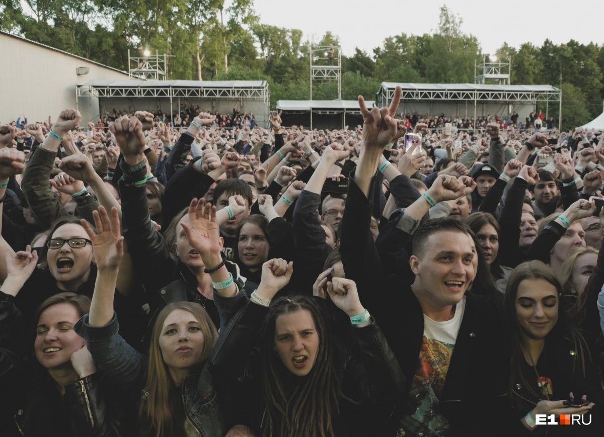 На концерте Disturbed в Екатеринбурге говорили о политике и вспоминали вокалистаLinkin Park