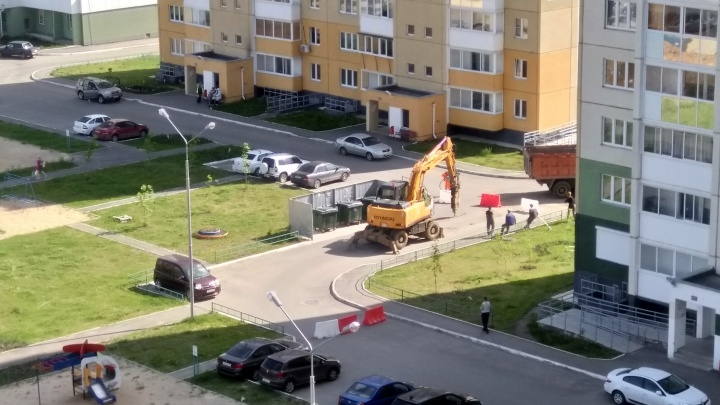 «Тянут коммуникации»: несмотря на запрет, в «Парковом-2» продолжили строительные работы