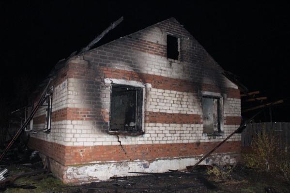 Дом выгорел дотла изнутри
