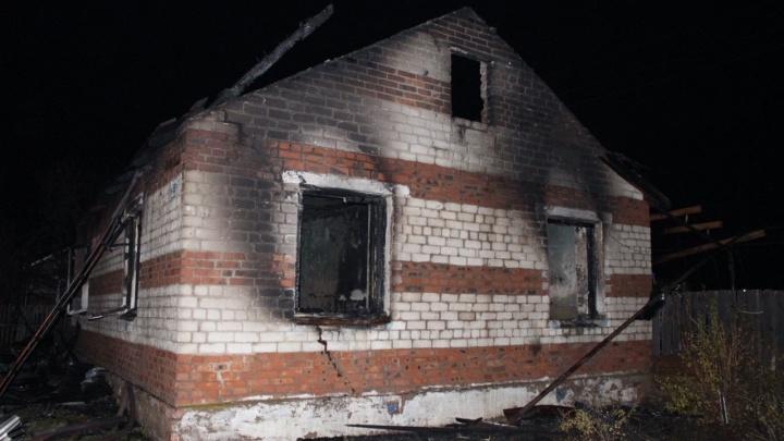 Появились фото с места пожара под Самарой, где погибли две девочки