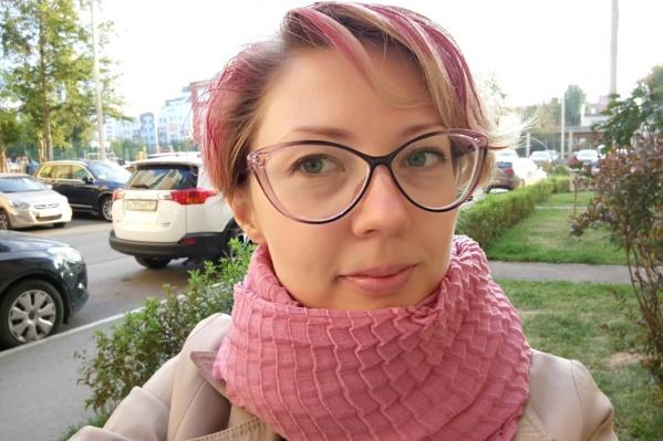 Сначала в гимназии я ходила с серо-стальными волосами, а потом перекрасилась в ярко-рыжий. Никто и слова не сказал