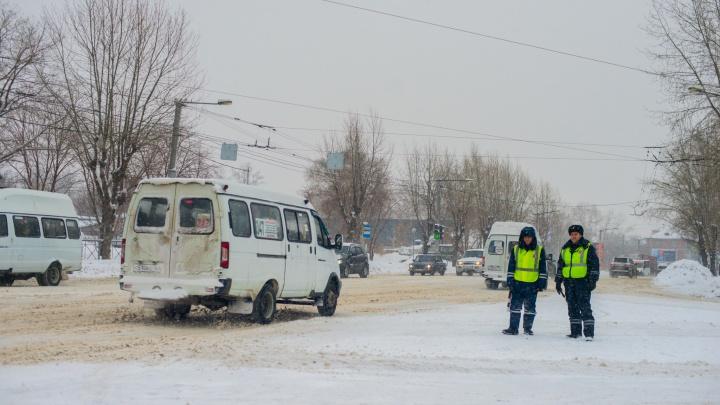 ГИБДД попросила новосибирцев не выезжать за пределы города из-за мороза