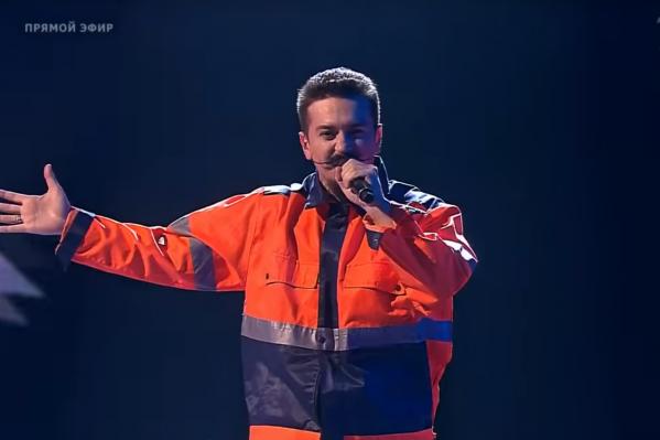Ив Набиев во время финального выступления. Он исполнил песню «Суперзвезда» Светланы Лободы