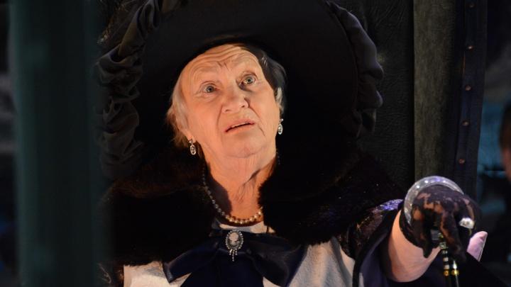 Самую пожилую артистку Волгоградского молодежного театра наградили«За заслуги перед Отечеством»