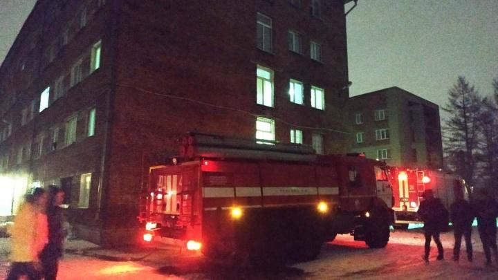 Ночью из общежития на Авиагородке эвакуировали 230 человек