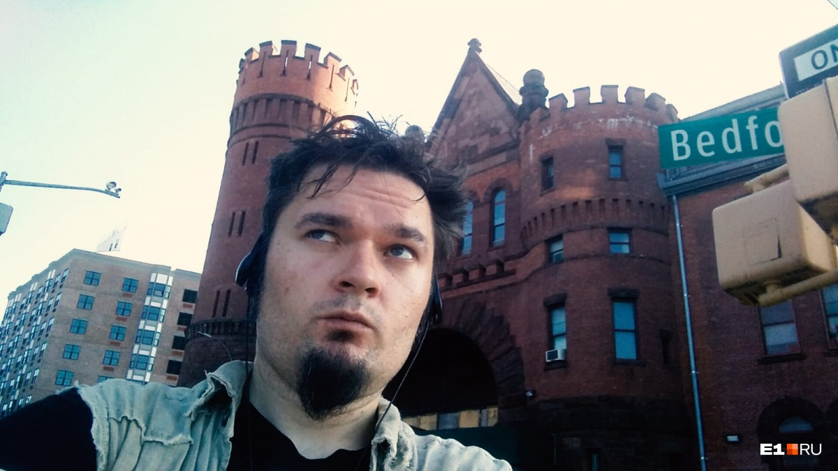 В этом замке расположен приют для бездомных. «В первое время я жил недалеко от него и шутил, что если дела пойдут не очень, то я перееду в замок», — вспоминает Алексей