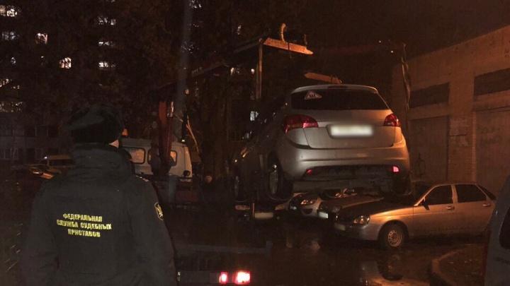 В Самарской области приставы забрали у мужчины Skoda за долги