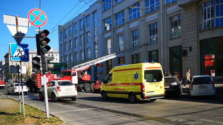 В центре Новосибирска загорелся бизнес-центр (обновлено)