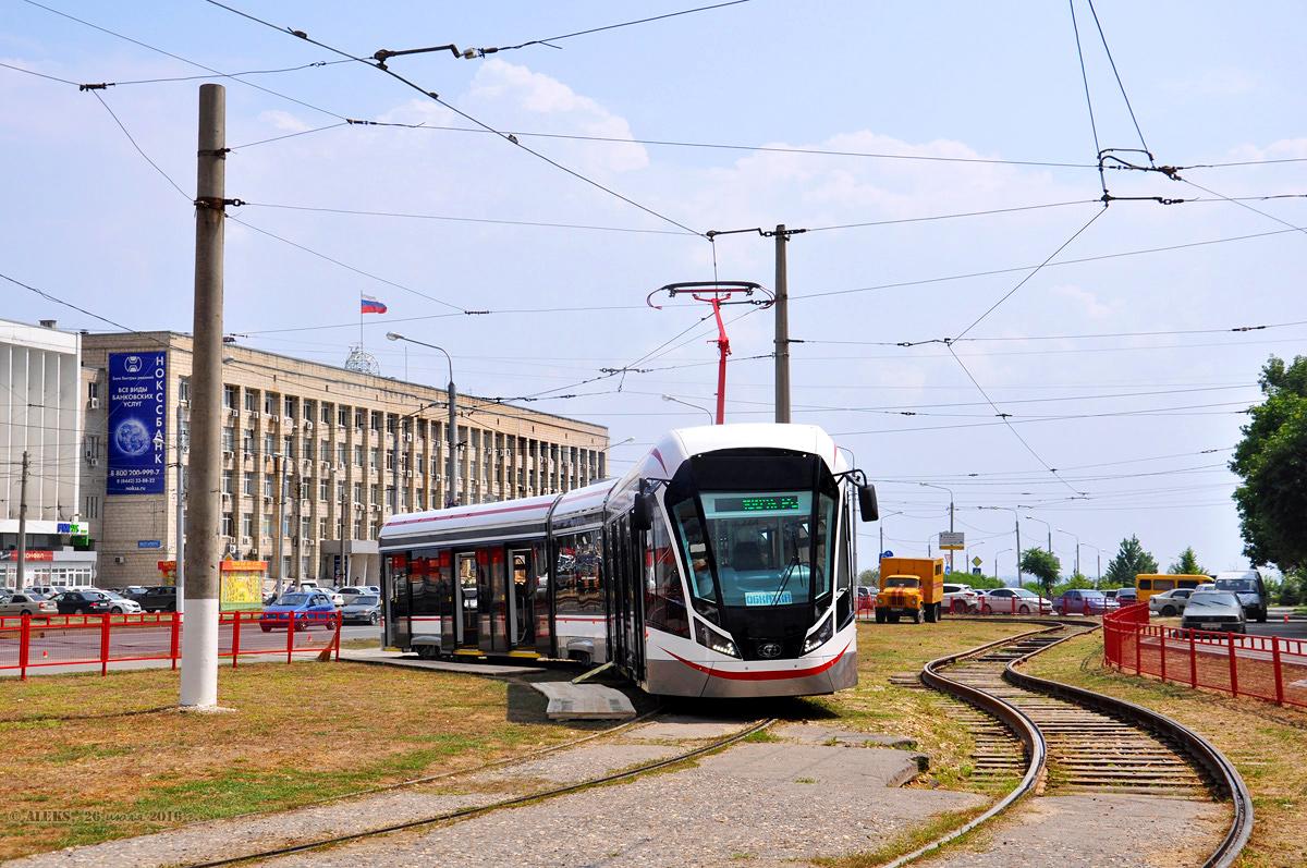 Трамвай 71-931М «Витязь-М». Вагон обладает 100% низким уровнем пола, системами климат-контроля , 6 дверями с тепловыми завесами. Впервые в области российского трамваестроения применена технология модульных кабин.