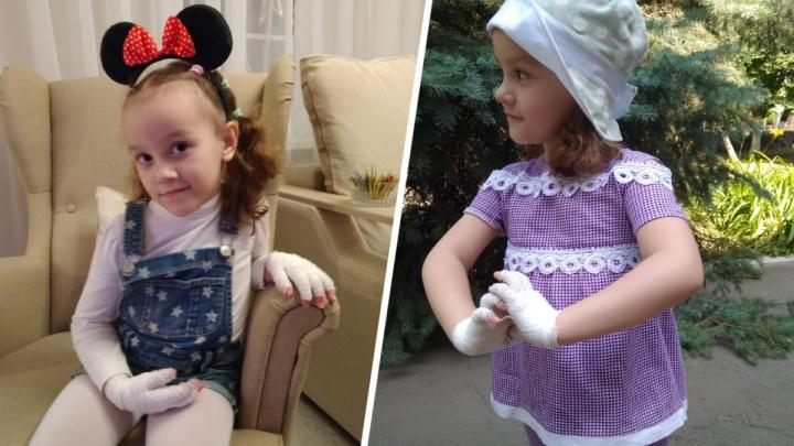 «Нормальная жизнь, просто в перевязках»: как живет 5-летняя девочка-«бабочка» из Шахт
