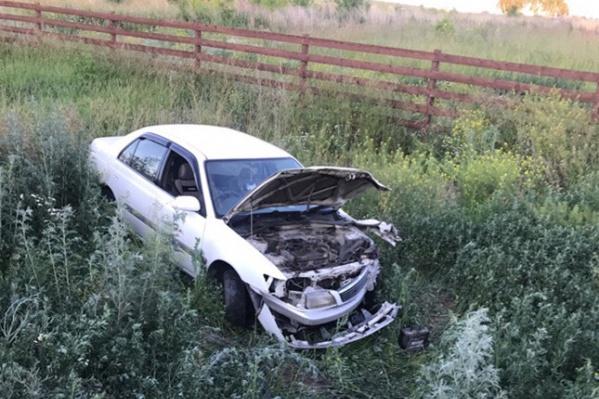 У одной из машин сильно повреждена передняя часть