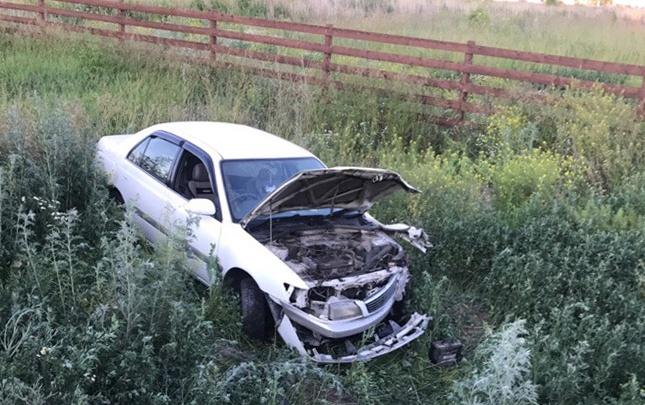 В Новосибирской области два автомобиля улетели в кювет после столкновения