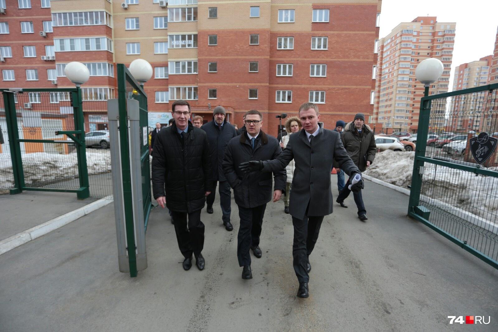 Финальной точкой визита чиновников стал ЖК «Александровский»