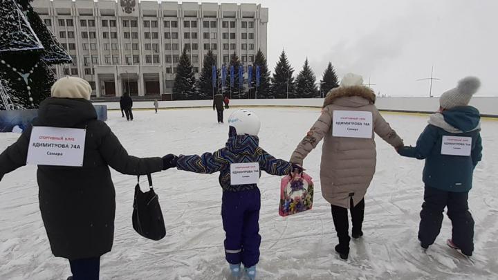 «Флешмоб на коньках» помог: самарские чиновники встретились с обманутыми дольщиками Димитрова, 74а