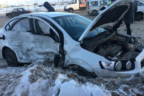 Удар пришелся на правую часть корпуса автомобиля