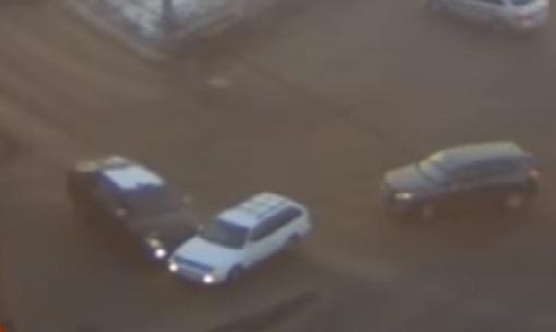 «Дрифт — он в сердце»: корейская иномарка нелепо протаранила авто на перекрестке с Высотной