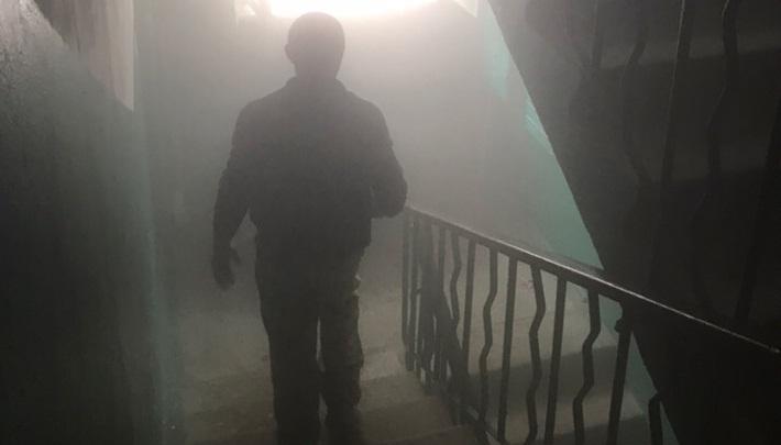 «Говорят, в Москве кур доят»: подъезд дома в Волгограде обледенел изнутри