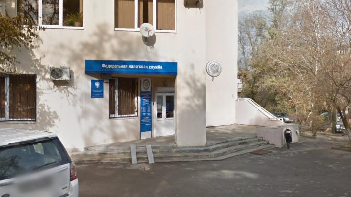 В Ростове задержали заместителя начальника налоговой службы по подозрению в получении взятки