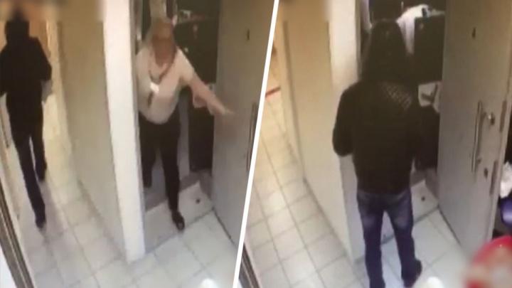 Ростовчанин с пневматикой ограбил банк в Ленинградской области. Ему грозит до 10 лет лишения свободы