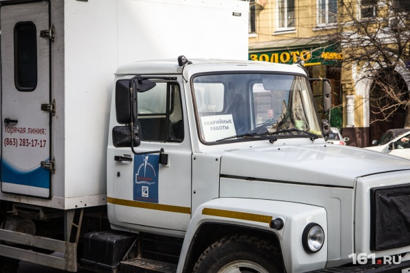 Трубопровод уже ремонтируют сотрудники «Водоканала»