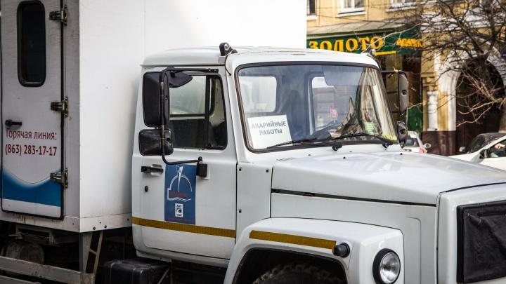 В Ростове забил «коммунальный фонтан»: вода льет уже 11 часов