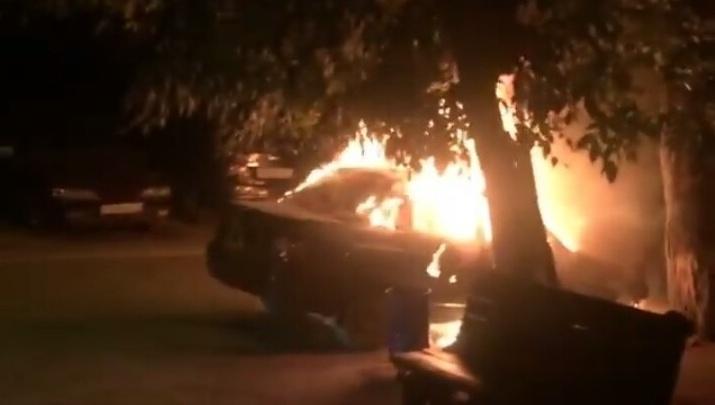 «Ее обливали бензином»: в Волгограде до основания выгорела отечественная Lada
