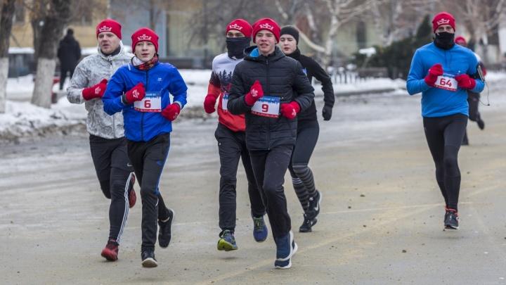 10 километров за Победу: сотни спортсменов пробегут по набережной Волгограда
