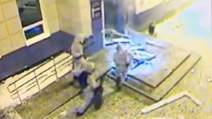Момент взрыва банкомата в Кедровке попал на видео