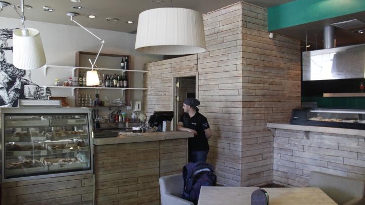 «Котиков все любят»: на месте суши-бара у часовни открылась кофейня с дешевыми булками