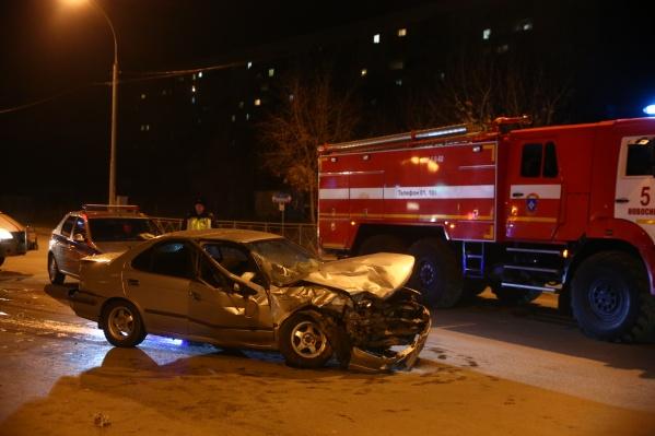 На месте аварии работали спасатели МАСС и врачи скорой помощи