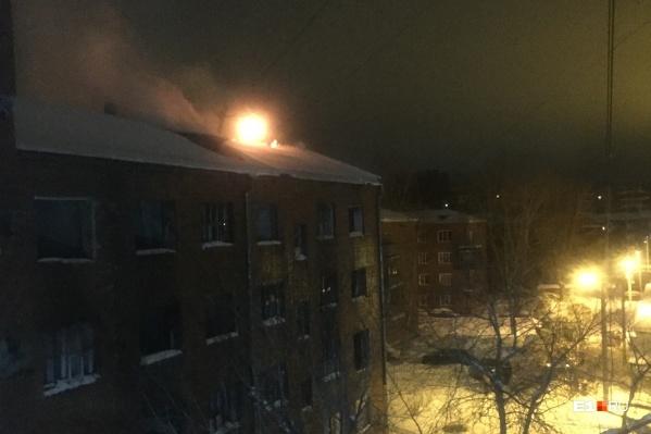 Местные жители говорят, что общежитие горит по несколько раз в месяц