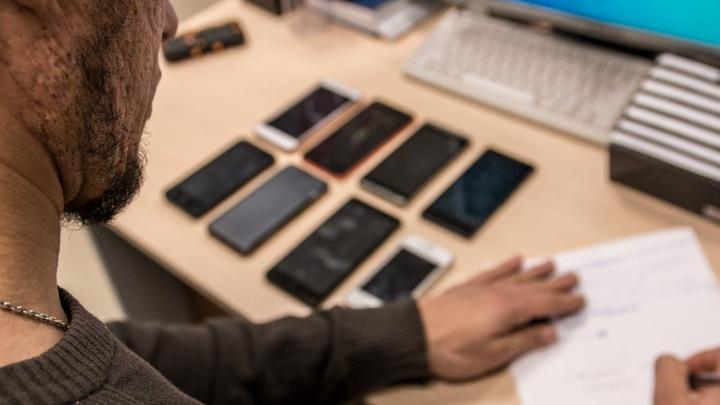 Айфон в качестве взятки: в Самаре бывшего полицейского отправили под суд