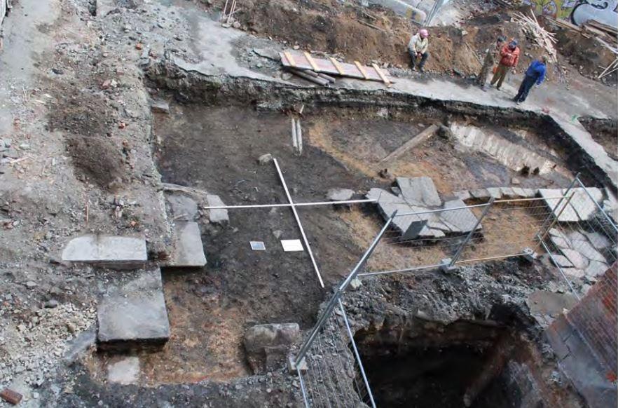Археологи нашли на Вайнера около 200 предметов