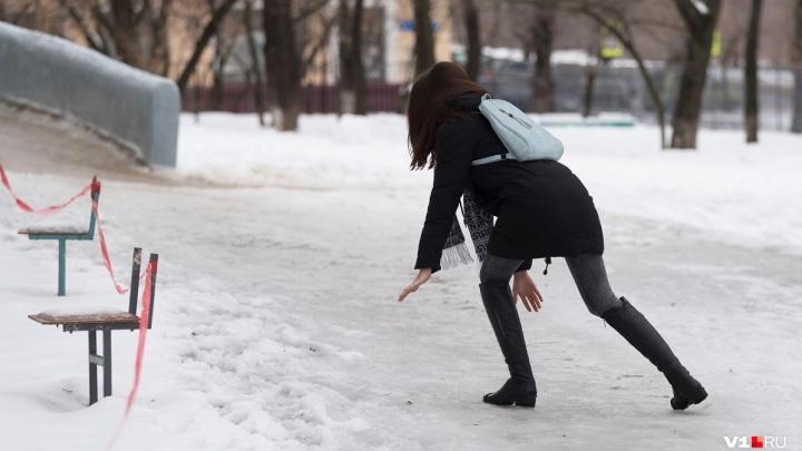 Рухнувшая на ледяной тротуар волгоградка отсудила у администрации больше ста тысяч