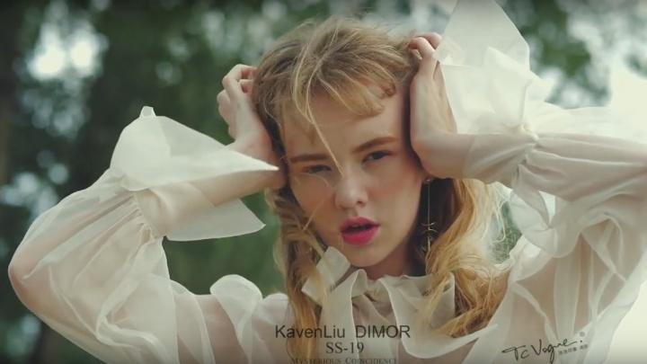 Эффектная школьница из Красноярска стала лицом коллекции на неделе моды в Нью-Йорке