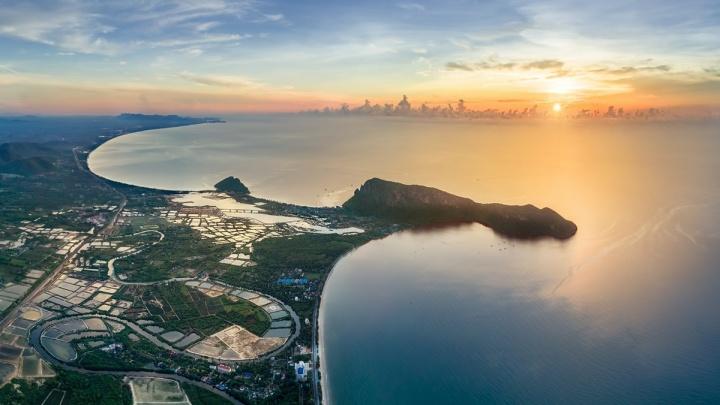 Страна бесконечных пляжей и невероятных водопадов: разглядываем 20 снимков Таиланда от уральца