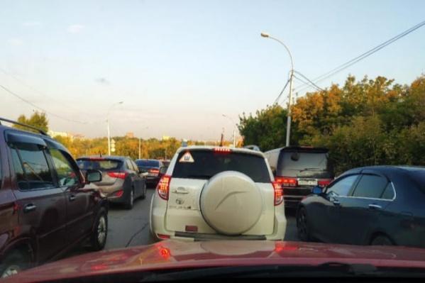 Пробка регулярно собирается из-за режима работы светофора