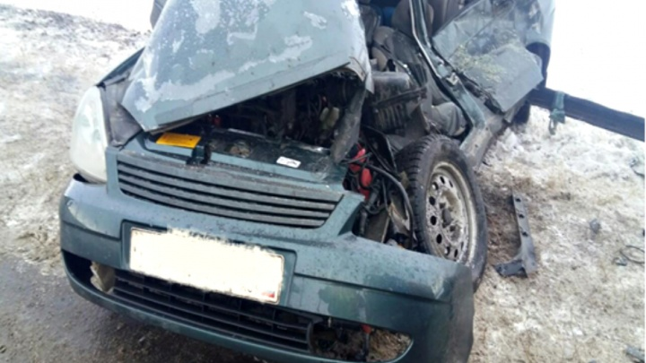 В Самарской области водитель «Лады-Приоры» врезался в грузовик с цистерной и погиб
