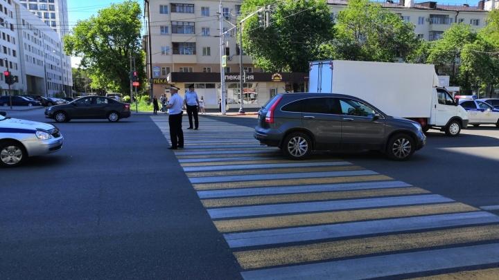 В Уфе на пешеходном переходе внедорожник сбил пожилую женщину