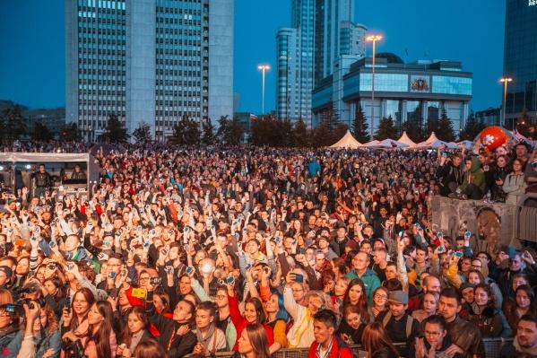 Ежегодно фестиваль собирает тысячи меломанов