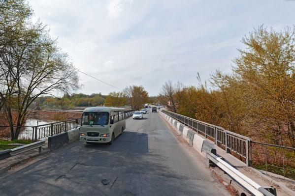 На ремонт моста дали девять месяцев