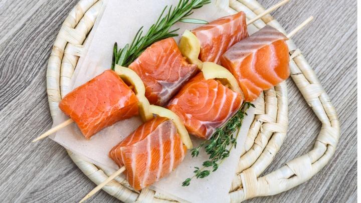 Рыбных гурманов — на крючок: омская сеть магазинов морепродуктов объявила о снижении цен