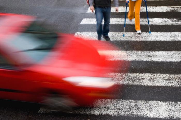 Неравнодушные кузбассовцы убрали опасные для пешеходов и водителей кусты возле дороги