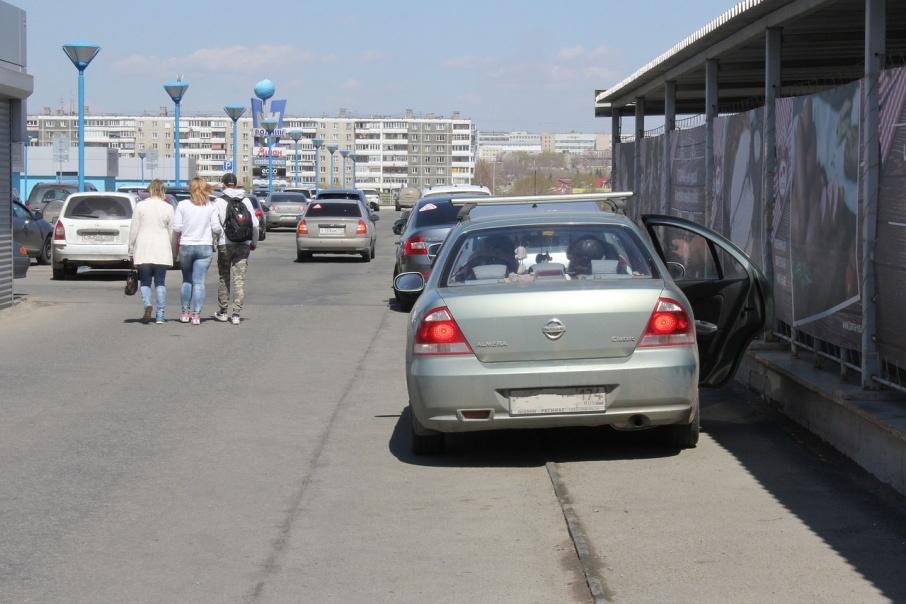 Автомобиль Александра стоял примерно как этот Nissan