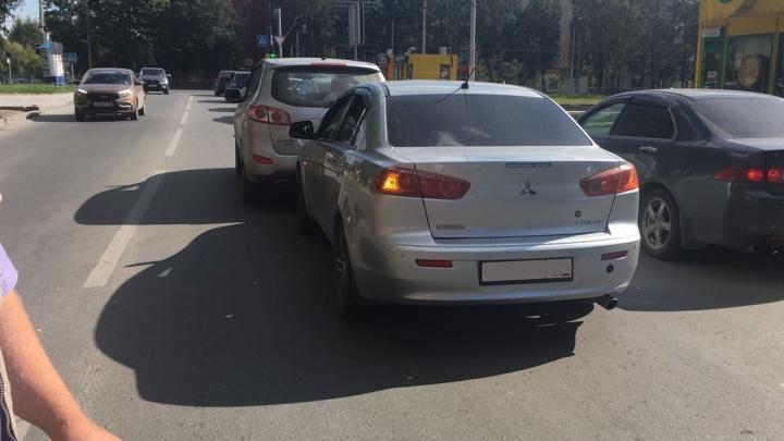 Видео: водитель Mitsubishi уснул сразу после ДТП