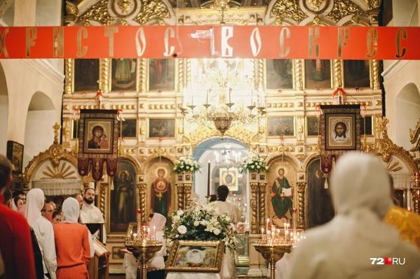 Тысячи тюменцев ежегодно посещают ночную службу в честь светлого праздника Пасхи